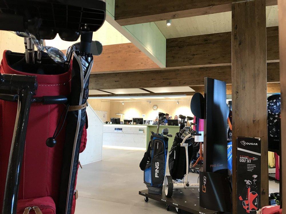 Einblick von Richtung Golf Pro-Shop