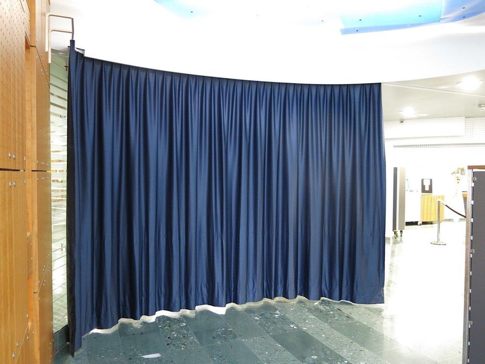 Akustikvorhang von Annette Douglas in den Räumen der Zurich Versicherung