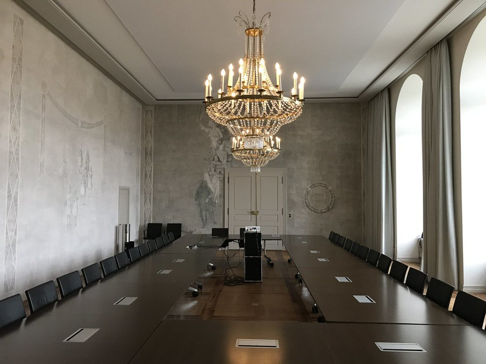 Die neue Akustikdecke im Otto Kälin Saal