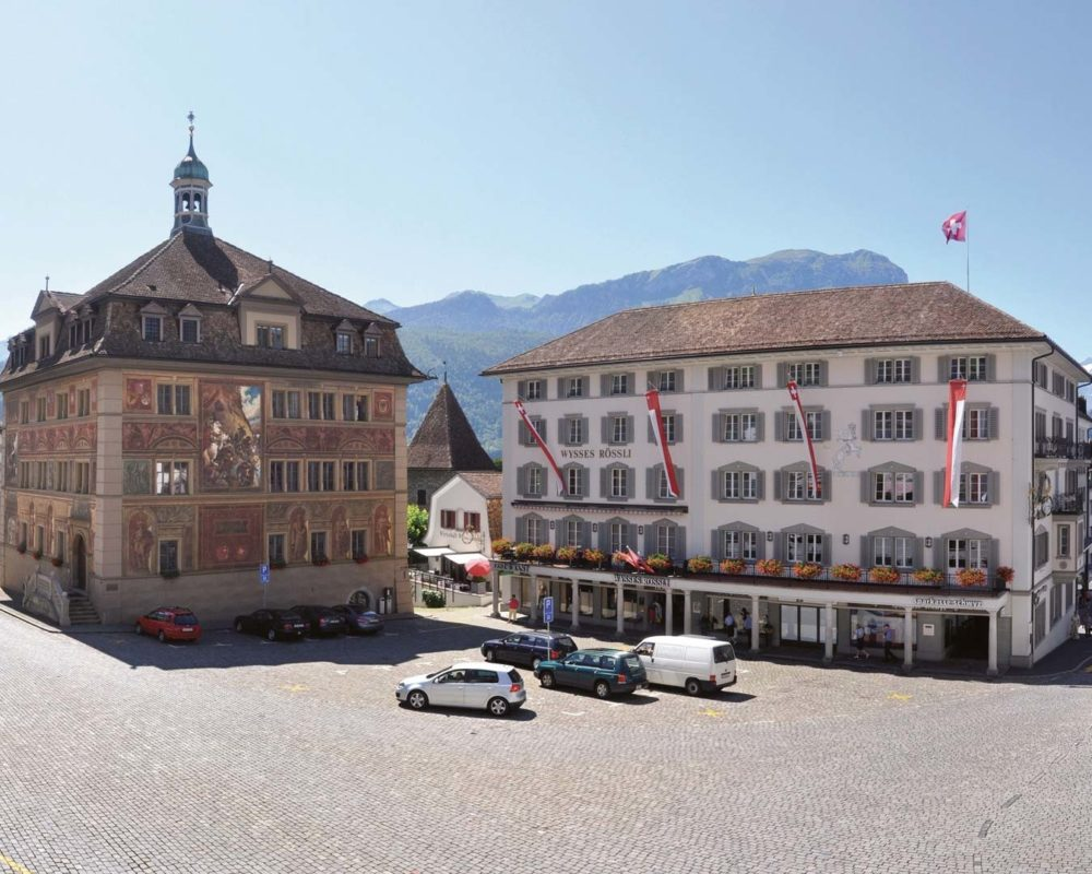 wysses-roessli-schwyz-hotel-restaurant-2-1000x800.jpg