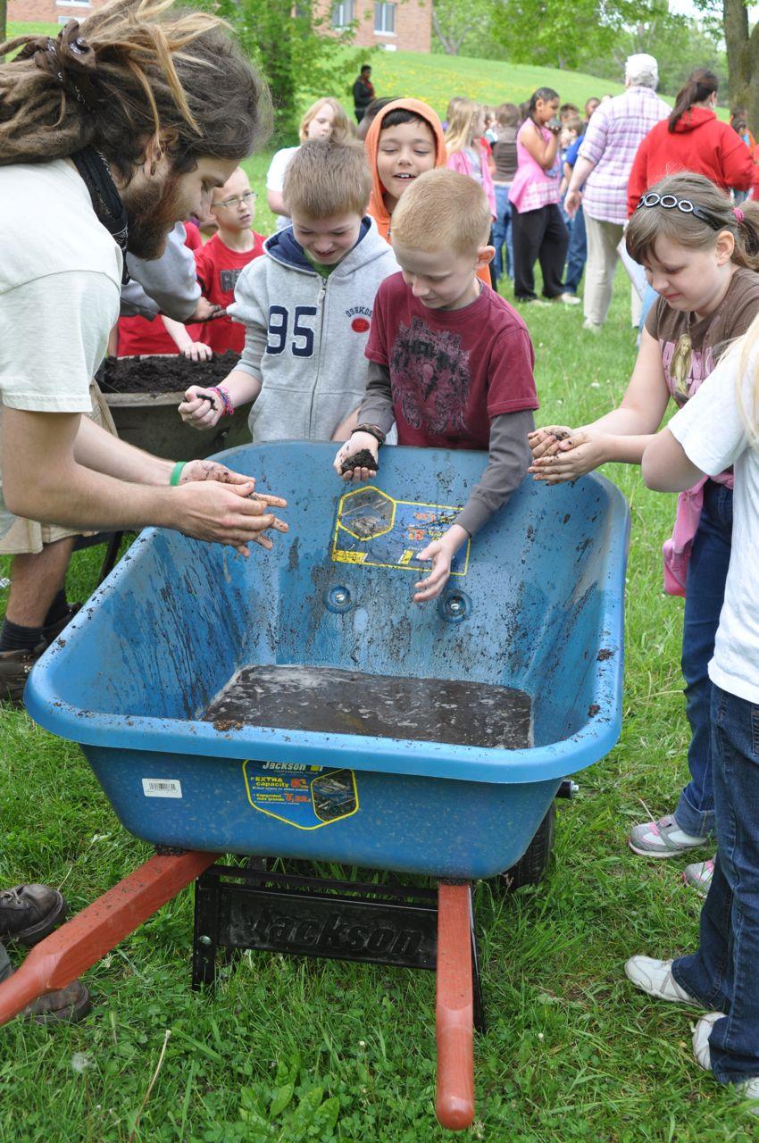 school_kids_gardening_minnesota.jpg