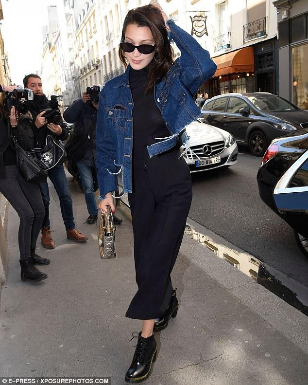 3F75772700000578-4433308-Paris_When_It_Sizzles_Bella_Hadid_looks_vision_in_figure_hugging-m-1_1492792397244-2.jpg