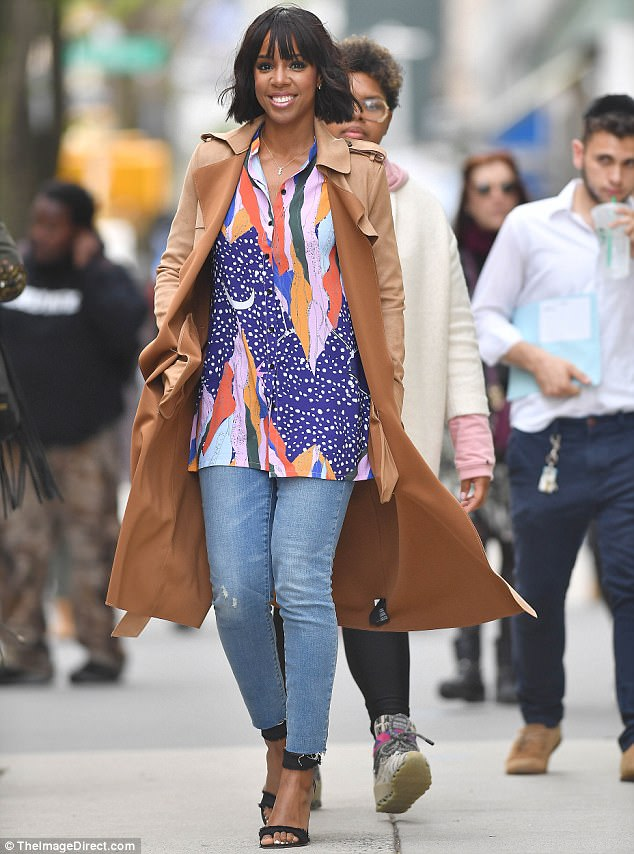 3FB3414D00000578-4457146-Book_promo_On_Friday_Kelly_Rowland_36_looked_marvelous_during_a_-a-21_1493421909171.jpg