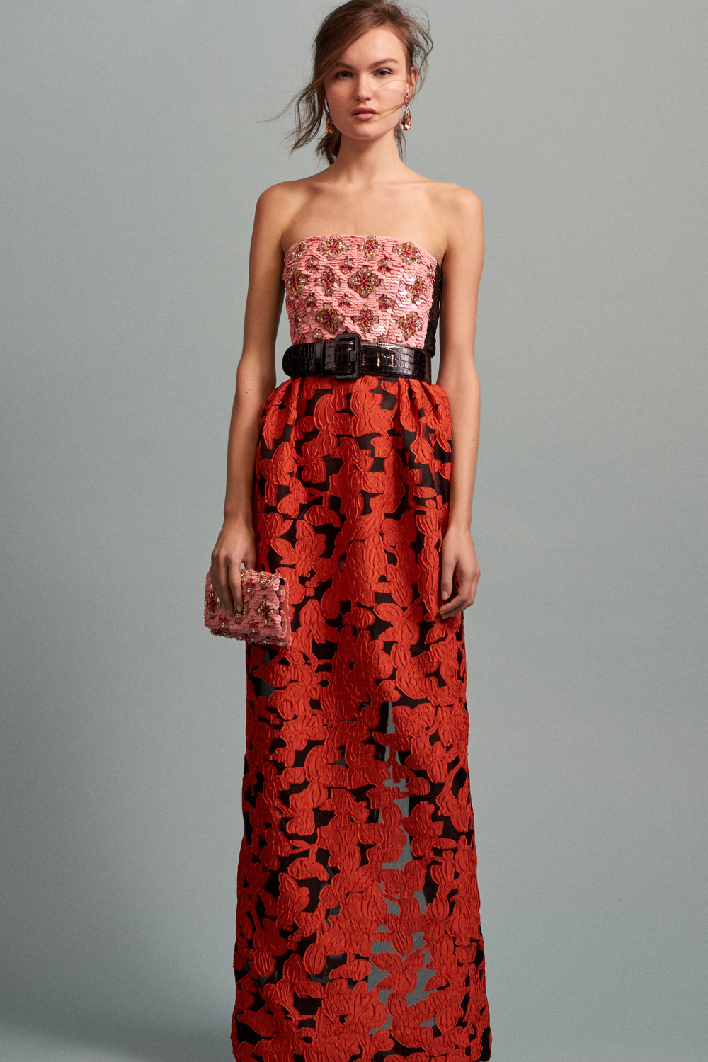 An evening summer gown! I love color for the summer. It's the best way to stand out in a sea of what is usually black dresses. Oscar De La Renta strapless dress