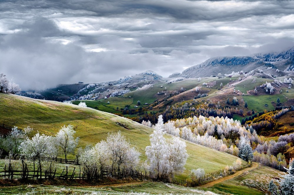"Merit – ""Romania, Land of Fairy Tales"" by Eduard Gutescu"