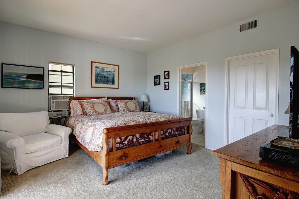 2535Whitney_DownstairsBedroom.jpg