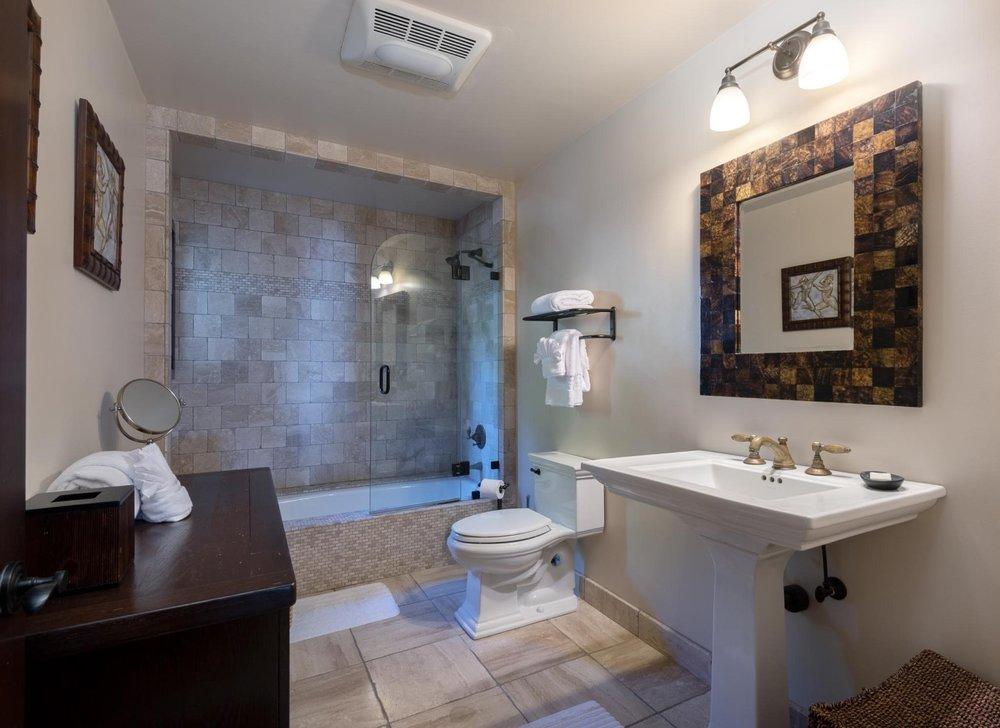 2521WhitneyAve_Bathroom2.jpg