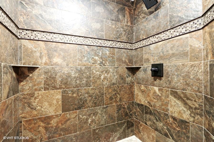 21_2150SWHuntCr_8_Bathroom_LowRes.jpg