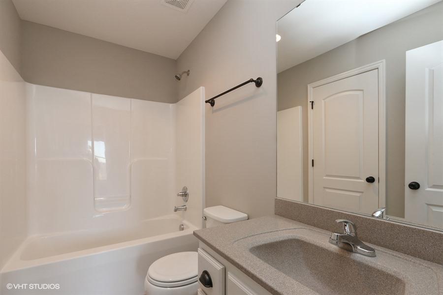20_193SWMckenzieDr_8_Bathroom_LowRes.jpg