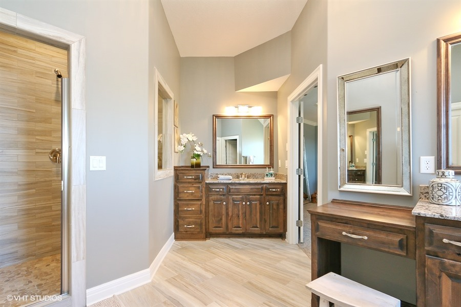 16_221SRooseveltRidge_13_MasterBathroom_LowRes.jpg