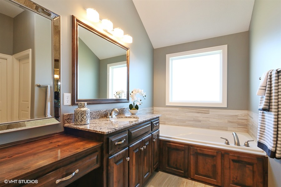 17_221SRooseveltRidge_168_MasterBathroom_LowRes.jpg