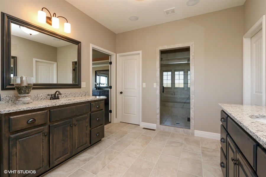 16_217SWRooseveltRidge_168_MasterBathroom_LowRes.jpg