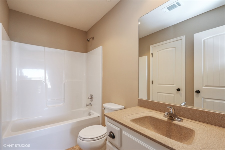 21_217SWRooseveltRidge_8_Bathroom_LowRes.jpg