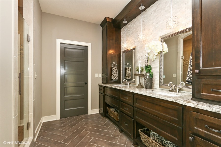 16_225SWRooseveltRidge_13_MasterBathroom_LowRes.jpg