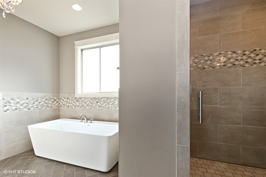 17_225SWRooseveltRidge_168_MasterBathroom_LowRes.jpg