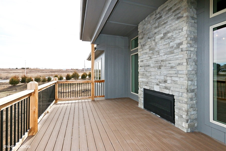 24_225SWRooseveltRidge_66_Deck_LowRes.jpg