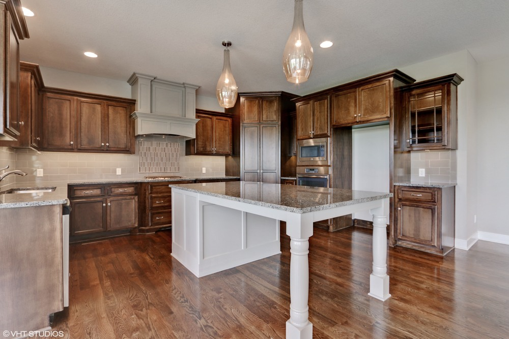 06_190SWRooseveltRidge_5_Kitchen_HiRes.jpg