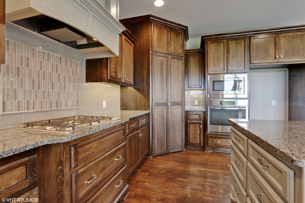 07_190SWRooseveltRidge_177_Kitchen_HiRes.jpg