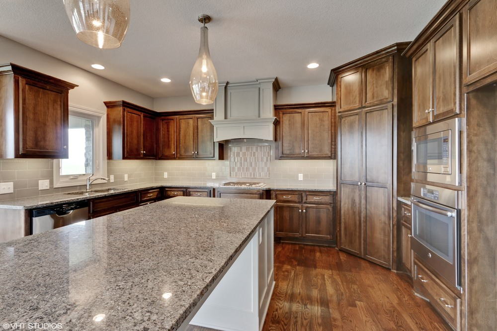 08_190SWRooseveltRidge_92_KitchenDiningRoom_HiRes.jpg