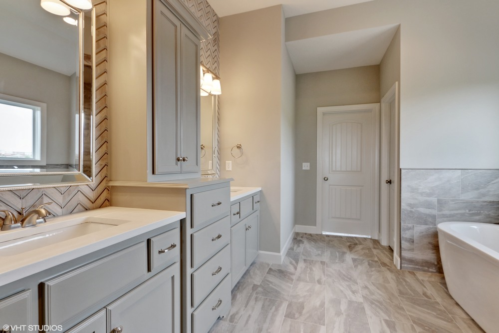 16_190SWRooseveltRidge_13_MasterBathroom_HiRes.jpg