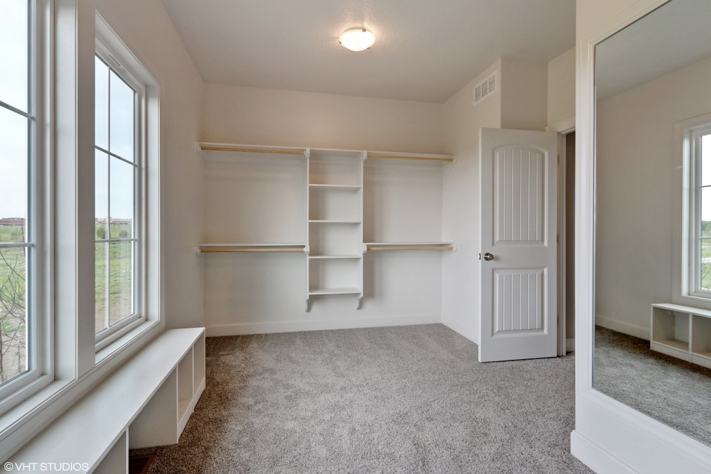 18_190SWRooseveltRidge_45_MasterBedroomCloset_HiRes.jpg