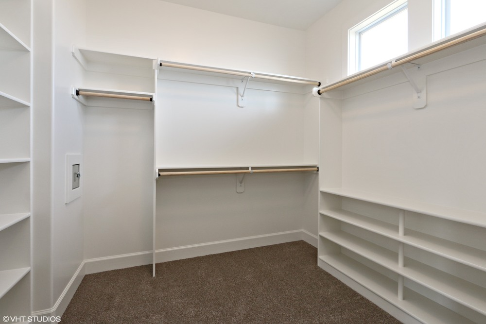 16_171SWRooseveltRidge_45_MasterBedroomCloset_HiRes.jpg
