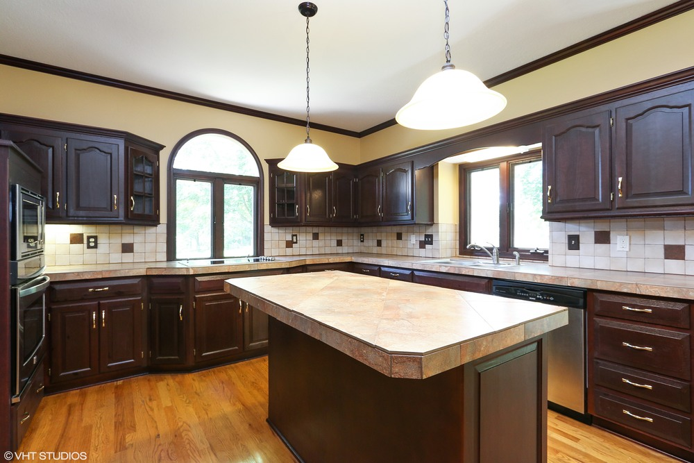 06_608SWTrailparkCircle_177_Kitchen_HiRes.jpg
