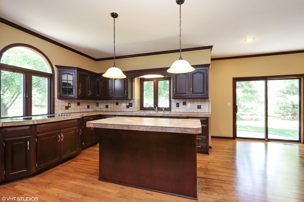 07_608SWTrailparkCircle_92_KitchenDiningRoom_HiRes.jpg