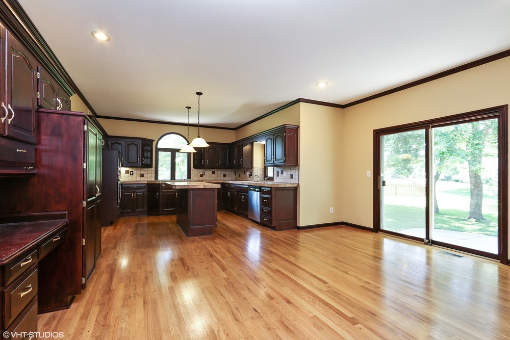10_608SWTrailparkCircle_191_KitchenBreakfastRoom_HiRes.jpg