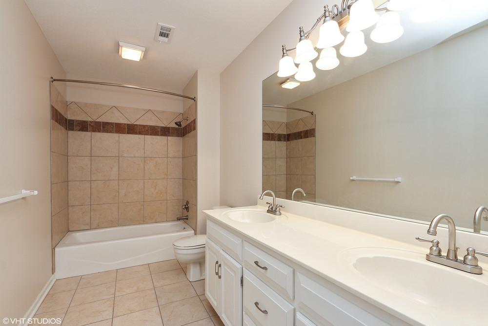 19_608SWTrailparkCircle_8_Bathroom_HiRes.jpg