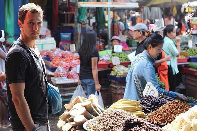 🇨🇦👱✈️ → 🇹🇭🐛🍽 Heilu goes to Thailand! Many discoveries made. Read 'em on Heilu.ca