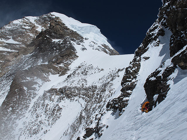k2 serac bottleneck summit snowfield.jpeg