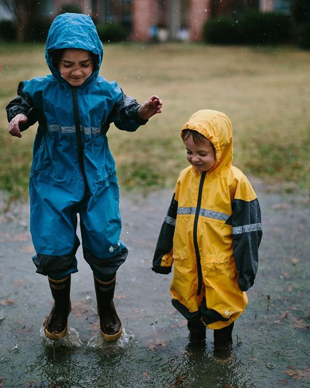 Splish splash!! #clickinmoms ⠀ #sharedjoy⠀ #emotionalstorytelling⠀ #thecandidclass⠀ #ig_motherhood⠀ #cameramama⠀ #candidchildhood⠀ #enchantedchildhood⠀ #shamoftheperfect⠀ #honestlyparents⠀ #childhoodpure⠀ #agaleryformom⠀ #momtog⠀ #pixel_kids⠀ #liveauthentic⠀ #from_your_perspective⠀ #uniteinmotherhood⠀ #momlife⠀ #kidsmood⠀ #momentsinthesun⠀ #letthembelittle⠀ #thehappynow⠀ #dailyparenting⠀ #motherhoodthroughinstagram⠀ #momtogs