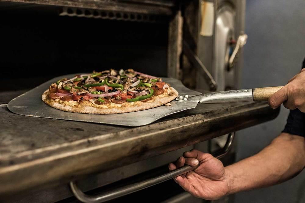 handcrafted-pizza-zanesville-ohio-weasel-boy-brewing-company.jpg
