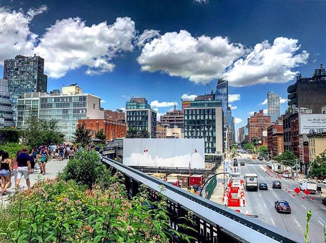 Taking the high road... 🌤👀 Sunday views from next door on The Highline ✨👌 #KolaHouse is open this Monday night for our weekly #BigBandMonday dinner party and live performance 🎶 #kolahouse #nyc #views #meatpacking