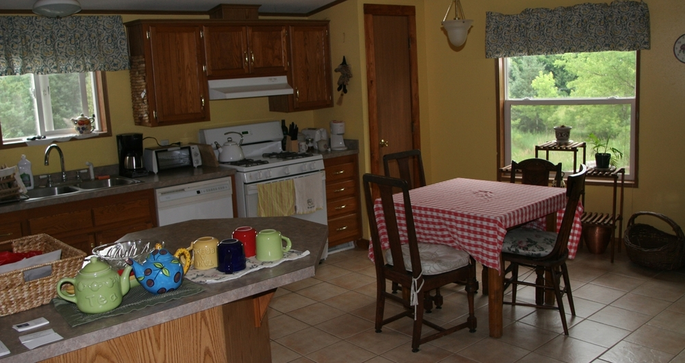Cottage.Kitchen.7.09.small.jpg