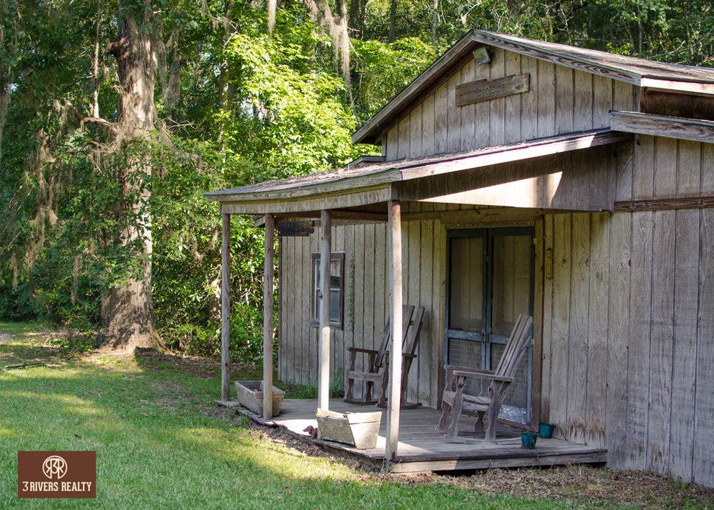 3riversrealty_south-georgia_farm_waterfront_pond_barn_land_bluegrass_rockin-chair_mills-brock.jpg