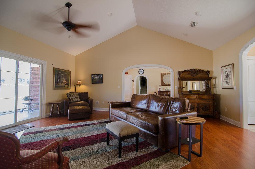 3riversrealty,-bainbridge-home-for-sale,boxwood-drive,mills-brock,randee-eubanks,living-room.jpg