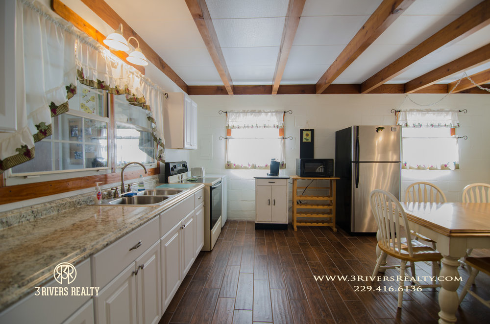 3riversrealty_vacation-home_river-house_mills-brock_lake_waterfront_georgia_southern_recreation_canoeing_tourism_kitchen.jpg