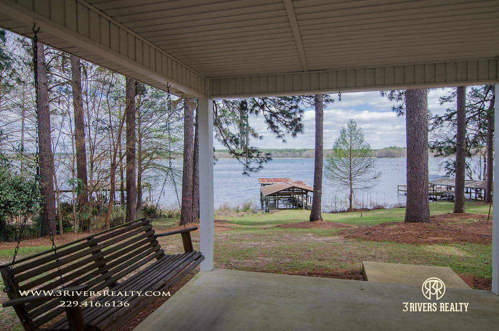 3riversrealty_vacation-home_river-house_mills-brock_lake_waterfront_georgia_southern_recreation_canoeing_tourism_porch-dock.jpg