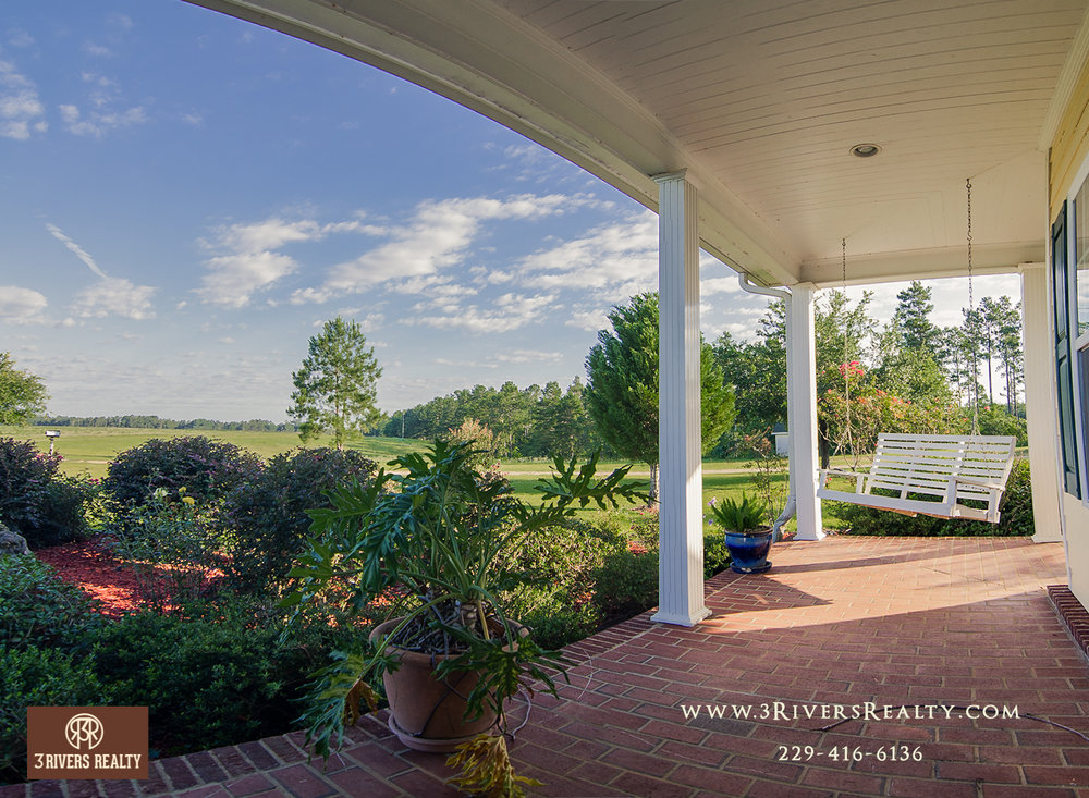 We at 3 Rivers Realty have worked with countless individuals over the years from all over the country and world, one common thread they all shared was they all had an appreciation for Southern hospitality and the Southerners ingrained longing for and love of a tract of land to call home.