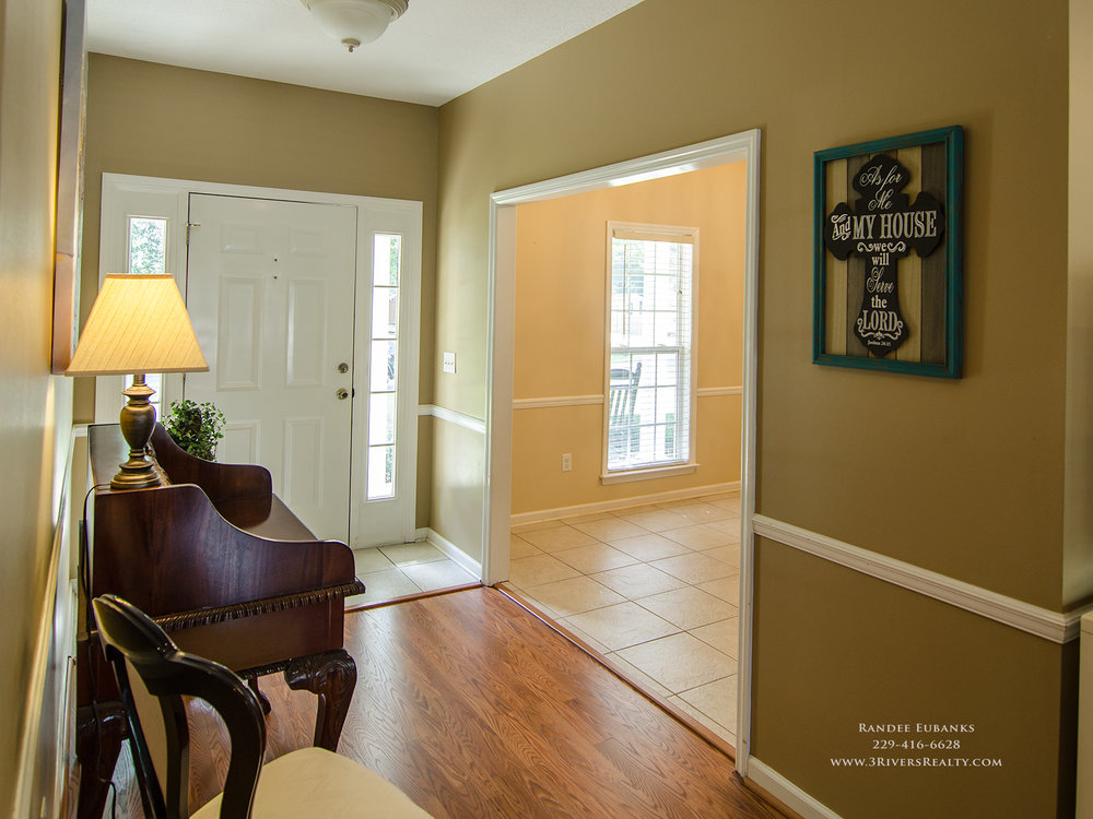 3riversrealty_bainbridge-georgia-home-for-sale_3-bed-2-bath_fireplace_three-rivers-realty_TaurusUSA_pool_back-porch_entrance_foyer2 - Copy.jpg