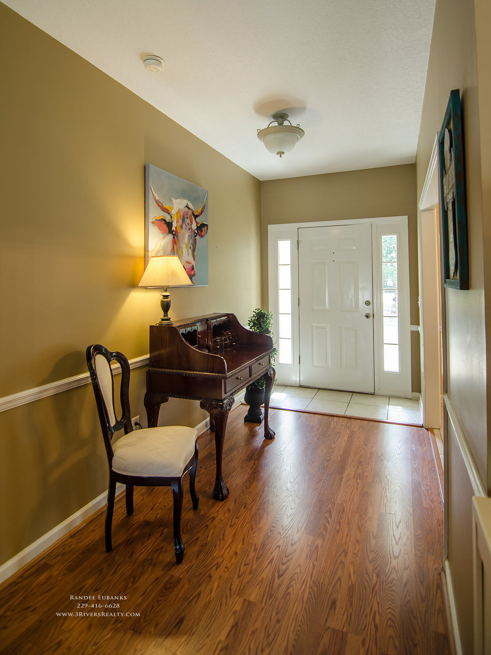 3riversrealty_bainbridge-georgia-home-for-sale_3-bed-2-bath_fireplace_three-rivers-realty_TaurusUSA_pool_back-porch_entrance_foyer - Copy.jpg