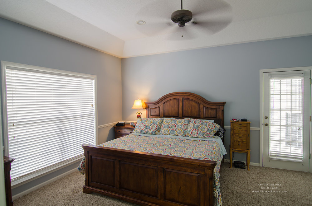 3riversrealty_bainbridge-georgia-home-for-sale_3-bed-2-bath_fireplace_three-rivers-realty_TaurusUSA_pool_back-porch_master-bedroom.jpg