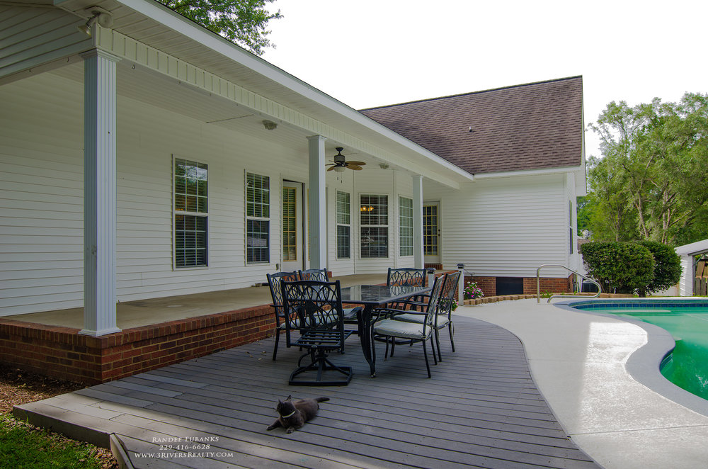 3riversrealty_bainbridge-georgia-home-for-sale_3-bed-2-bath_fireplace_three-rivers-realty_TaurusUSA_pool_back-porch_back-deck.jpg