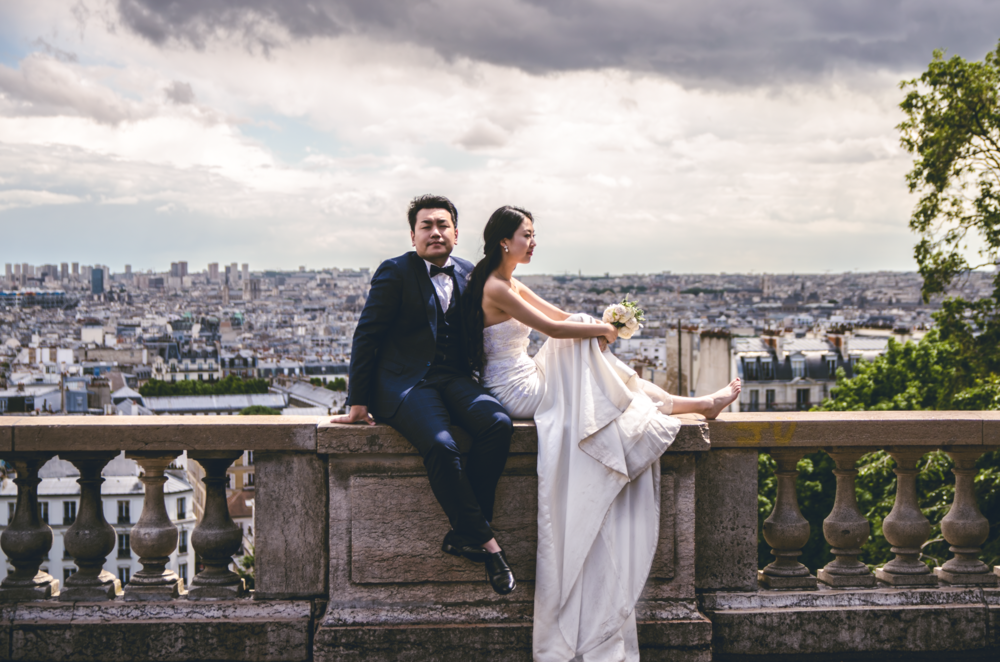 Newlyweds waiting for portraits, Paris