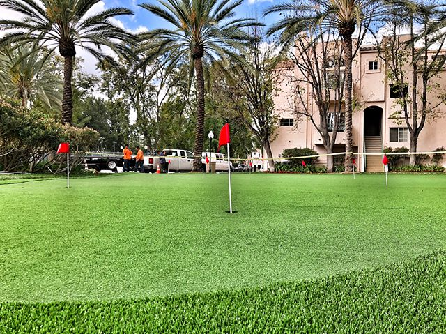 Another putting green ready for use, courtesy of #fslps #purchasegreen #syntheticturf #puttinggreen #golf #landscapedesign #landscape #landscapephotography #losangeles #woodlandhills #purchasegreen #landscapersofinstagram #pgatour #pga
