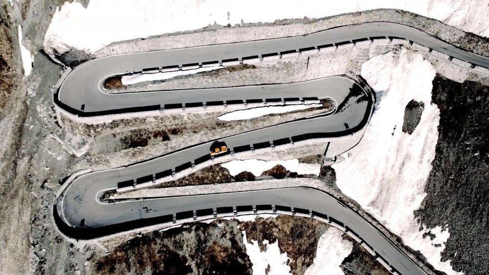 Curves-Magazine-Porsche-1.jpeg