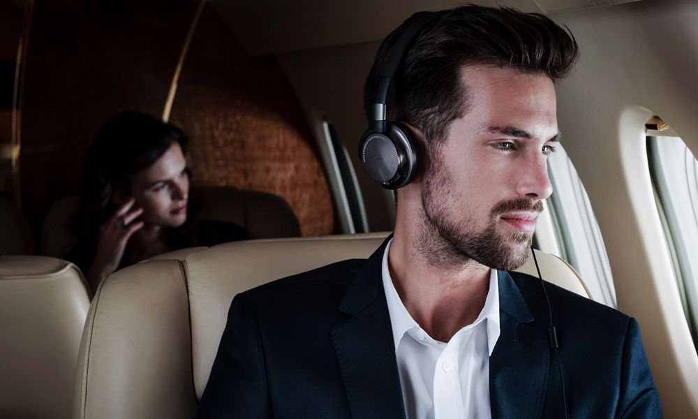8 Pairs of Noise-Cancelling Headphones for Your Next Flight - Cool Material