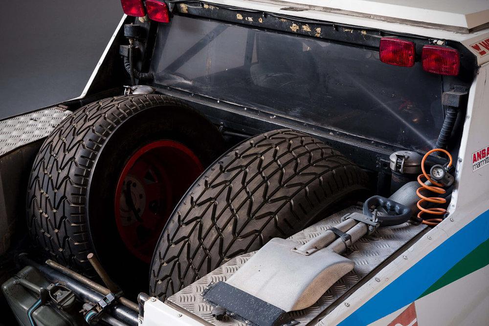 Lamborghini-LM002-Rally-Car-4.jpg